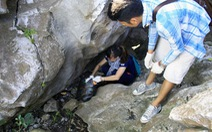 Dân phượt vừa leo vừa nhặt rác tại núi Trầm