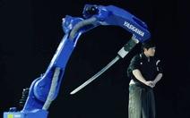 Samurai robot khiến kiếm sĩbậc thầyNhật toát mồ hôi hột