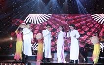 Khán giả nhún nhảy cổ vũ cho nhóm MTV
