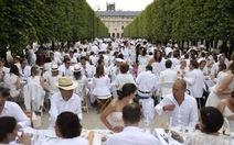 """13.000 người dự """"bữa tối trắng"""" ở Paris"""