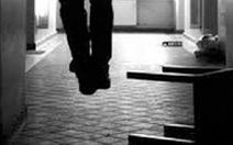 Nghi phạm tự tử tại nhà tạm giữ của công an