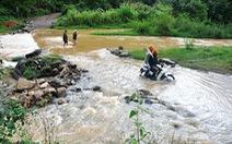 Thợ xây bị nước cuốn mất tích giữa dòng suối