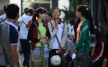 Từ sáng tinh mơ, hàng trăm ngàn thí sinh đã khắp phố phường