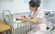 Mổ cứu con trong lúc mẹ hôn mê bởi tai nạn giao thông