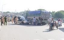 Xe máy chở 3 bị tông, 1 người chết 2 người nguy kịch