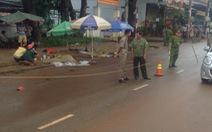 Xe khách kéo lê xe máy trong đêm, 3 người chết