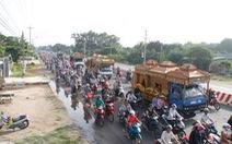 Người dân Chơn Thành đưa tiễn 6 nạn nhân vụ thảm sát