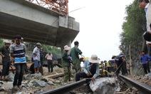 Thi công quốc lộ 1: Nguy hiểm đất đá rơi xuống đường ray