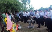Thủ tướng Lào thắp hương viếng Đại tướng Võ Nguyên Giáp
