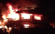 Cháy rụi nửa chợ Tam Nông