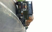 2 xe tải giả xe quân đội để chở hàng quá khổ