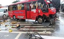 Xe khách tông dải phân cách lật ngang, 10 người bị thương