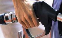 Giá xăng giảm 81 đồng/lít