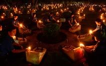 Hàng ngàn bạn trẻ Sài Gòn thắp nến tri ân liệt sĩ trong mưa