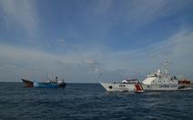 Bắt 2 tàu nước ngoài sang trái phép xăng dầu trên biển Việt Nam