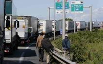 Hàng nghìn người di cư tràn qua đường hầm dưới biển vào Anh