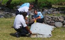 Thân nhân hành khách MH370 đau đớn nghe tin tìm thấy mảnh vỡ