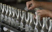 Thu giữ hơn 5.300 chai rượu trộn ViagraTrung Quốc