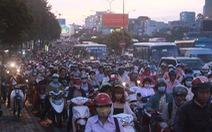 Bấm còi, Mỹ phạt 7,5 triệu đồng, Việt Nam phạt... 100.000 đồng