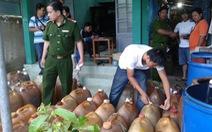 Bắt 2.000 lítxăng dầu không rõ nguồngần sân bay Cần Thơ