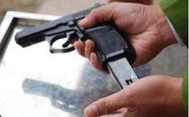 Khống chế nhóm côn đồ, súng công an cướp cò trúng người dân