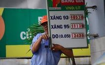 Giá xăng giảm 768 đồng/lít