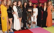 """Nghệ sĩ diện đầm """"bốc lửa""""MTV Video Music Awards"""