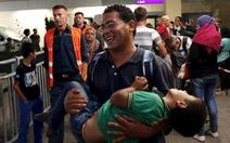 Áo, Đức chào đón hàng nghìn người di cư