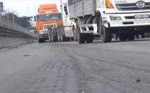 Mặt đường cầu vượt Thủ Đức lại bị lún