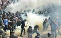Bạo loạn trước nhà quốc hội, tổng thống Ukraine thề trừng phạt