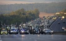 Nông dân lái cả ngànmáy kéo ồ ạt vào Paris