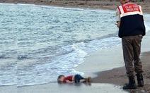 Tranh cãi việc đăng ảnh cậu bé di cư chết trên biển