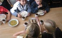 Khủng hoảng tấn công suất ăn trường học ở Nga