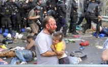 Cảnh sát Hungary mạnh tay trấn áp người di cư