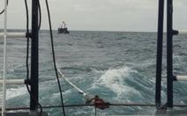Mâu thuẫn với thuyền trưởng, bốn ngư dân nhảy xuống biển