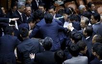 Nghị sĩ Nhật ẩu đả vì dự luật an ninh