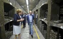 Crimea khui rượu 90.000 USD đãi Putin, Ukraine nổi giận