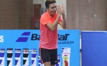 VĐV quần vợt vái lạy trọng tài trong trận CK đơn nam quốc gia