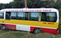 """Xe buýt bị """"cướp vô lăng"""", người đi đường hoảng loạn"""