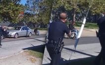 Cảnh sát Mỹ bắn người ngồi xe lăn gây phẫn nộ
