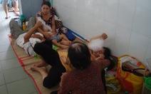 Điểm tin: Chen chúc nằm ngoài hành lang trong bệnh viện nhi