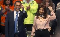 """62 tuổi, nữ tổng thốngArgentina vẫn """"quậy tưng"""" sân khấu"""