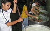 Trắng đêm nấu ăn cho người vô gia cư