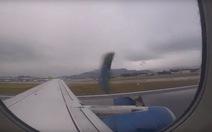 Video máy bay bị rớt vỏ động cơ