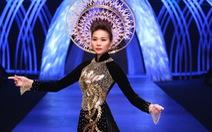 Xem clip Thanh Hằng mặc áo dài dát vàng 1,2 tỉ đồng