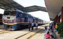 Tàu hàng trật bánh tại Nha Trang gây ách tắc, chậm trễ