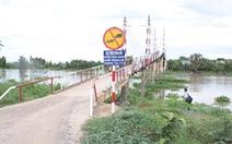 Cử người điều tiết giao thông qua cầu xây không phép
