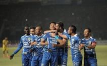 Bóng đá Indonesia chống lệnh FIFA?