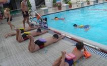 Ra hồ bơi cùng trẻ