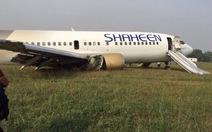 Máy bay Pakistan lao khỏi đường băng, 10 người bị thương